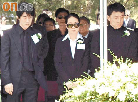 http://jackie-chan.ru/files/images/news/papachanfuneral030808_09.jpg